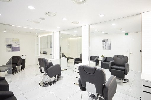 A.H.C. Luxury Hair Styling & Professional Makeup Service_12