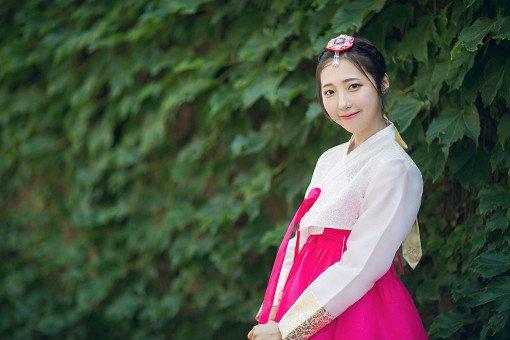 Hanbok Experience & Professional Photoshoot near Gyeongbok Palace_4