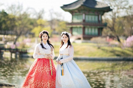 Hanbok Experience & Professional Photoshoot near Gyeongbok Palace