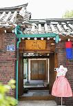 Hanbok Experience & Professional Photoshoot near Gyeongbok Palace_thumb_24