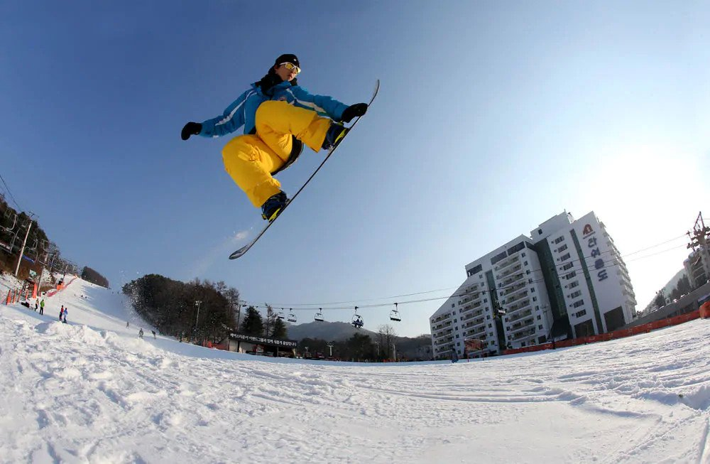 Bears Town Ski Resort Snowboard