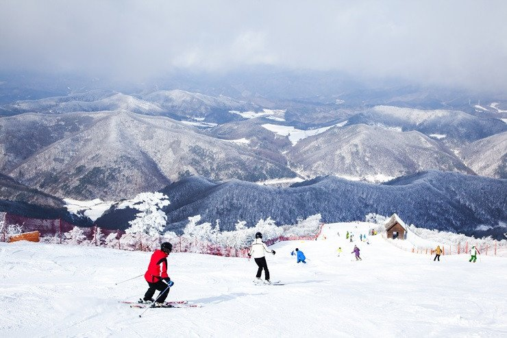 hansol oak valley ski resort view of the mountains