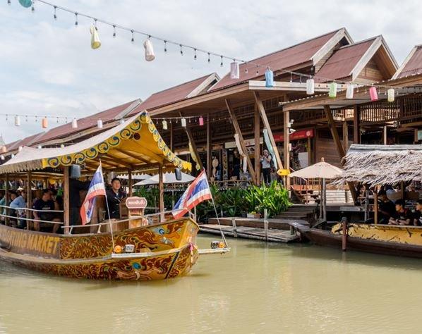 Thailand Pattaya Floating Market Amphibious Boat
