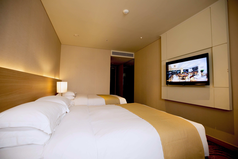 2N3D Dongdaemun Summit Hotel Seoul & Vivaldi Resort Room & Ski/Snowyland Package